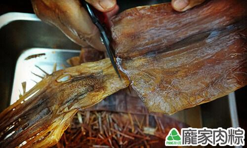 包粽子魷魚切法教學7