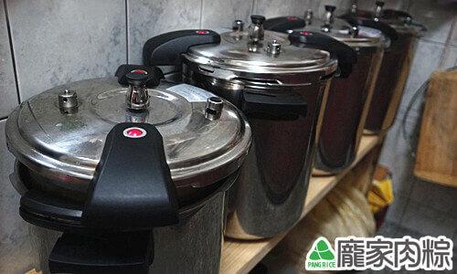 龐家肉粽堅持品質端午節量大仍使用壓力鍋烹煮粽子