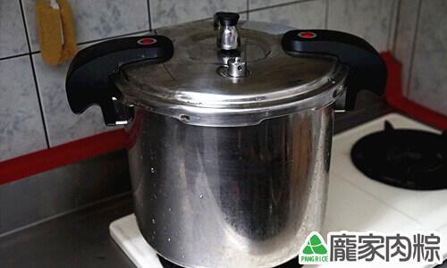 肉粽裡軟爛的花生壓力鍋煮法教學6