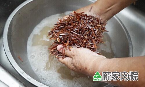 96-04魷魚清洗教學-雙手搓揉