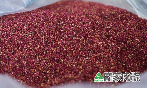 112-05將成熟的紅藜採收下來,簡單的去除樹枝莖脈